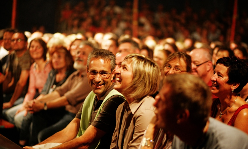 audience-watching-a-show-014.jpg