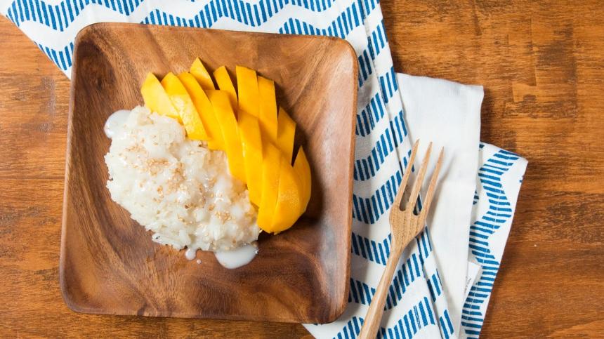 pxqrocxwsjcc_6a4gPXC3W8OqweOYUuSAW4_thai-sticky-rice-with-mango_landscapeThumbnail_en-US.jpeg